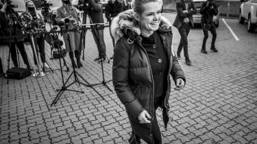 Inger Støjberg forlader Venstres ekstraordinære landsmøde søndag.