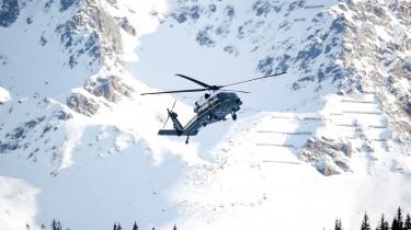 Kom ned på jorden, Davos, siger Jørgen Steen Nielsen i denne leder. Her er daværende amerikansk præsident Donald Trump ved at lande i den schweiziske alpeby til World Economic Forum i januar 2020.