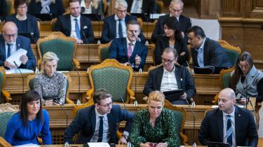 Her er folketingsmedlemmerne samlet til åbningsdebat i Folketingssalen på Christiansborg, torsdag den 8. oktober 2020, inden rigsretssagen mod Inger Støjberg var gået i gang. Nu har Folketinget besluttet, hvad Støberg skal tiltales for.