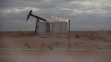 Det er både symptomatisk og spektakulært, at oliegiganten ExxonMobil er røget ud af listen over USA's 30 største virksomheder: ExxonMobil er ikke bare et energifirma, det er en amerikansk institution, indbegrebet af big oil og af den amerikanske drøm.