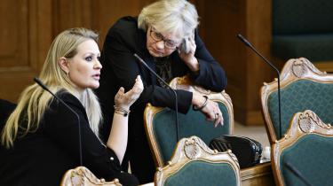 Dansk Folkeparti og Nye Borgerlige brugte enhver lejlighed til at vise deres støtte til Inger Støjberg, da der var Folketingsdebat, om den kun 2. rigsretssag i Danmark i 100 år.