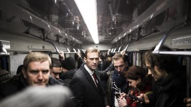 På afstand ligner Aleksej Navalnyj en funklende stjerne i russisk politik. Men det er svært at sige, hvor populær Navalnyj egentligt er i den russiske befolkning. I en undersøgelse i november svarede kun to procent af de adspurgte, at de ville stemme på Navalnyj som deres præsident.