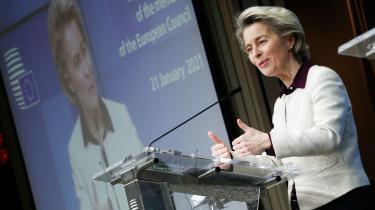 Ville EU-kommissionsforkvinde Ursula von der Leyen være blevet fyret for håndteringen af vaccineleverancerne til EU, hvis hun havde været national leder? Måske. Men at holde fokus på EU-ledelsens fejl slører for en nødvendig systemdebat.