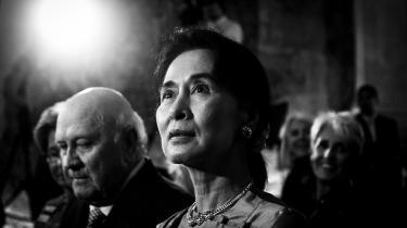 Gennem årene har Myanmars nu detroniserede leder og modtager af Nobels fredspris, Aung San Suu Kyi, selv givet os ledetrådene til at læse hende som alt andet end en politisk helgen, skriver dokumentaristen Karen Stokkedal Poulsen i dette portræt fra januar 2020