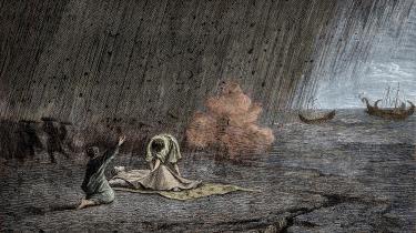 »Nu faldt der aske ned, om end stadig spredt. Jeg ser mig tilbage: en tæt tåge truede os bagfra, forfulgte os som en stormflod, der skyller ind over land.« Plinius den Yngres berømte øjenvidenskildring af Vesuvs udbrud er at finde i Inge Nords oversættelse. Billedet her viser hans onkel, Plinius den Ældres død, under udbruddet.