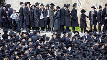 Israels ultraortodokse tager generelt ikke gældende lov ret alvorligt, og trods det statslige nedlukningspåbud åbner de skoler og seminarer, som det passer dem. Resultatet er, at smitten blandt ultraortodokse er tre gange så stor som deres procentdel af befolkningen.