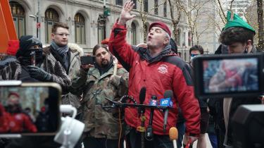 I New Yorks gaderdemonstrerer republikanere imodinvesteringsappen Robinhood og for Reddit-gruppen WallStreetBets.