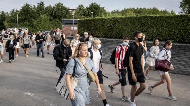 Omtrent et år efter nedlukningen står Mette Frederiksen og Folketinget over for en test. Hvordan vil de kompensere de unge for de offentlige goder, som kampen mod Corona har taget fra dem, spørger Rune Lykkeberg.