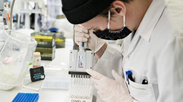 Selv om eksterne midler til forskning også fører gode ting med sig, vil der i mange tilfælde være et pres på forskerne. I nogle tilfælde handler presset om, hvilke resultater forskerne når frem til. I andre handler det om den måde, forskningen udføres på.