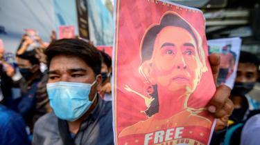 Natten til den 1. februar (dansk tid) meddelte Myanmars militær, at det havde taget kontrol over landet. Det skete under et kup mod Myanmars demokratisk valgte leder, Aung San Suu Kyi, som inden militærets udmelding var blevet anholdt af hæren.