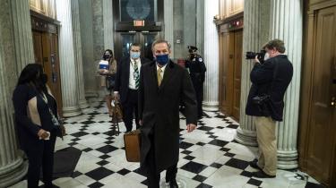 Trumps forsvarere forlader Senatet efter rigsretssagens fjerde og efter alt at dømme næstsidste dag.