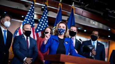 Formand for Repræsentanternes Hus Nancy Pelosi taler ved en pressekonference om rigsretssagen mod tidligere præsident Donald Trump.