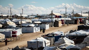 En lille håndfuld danske børn sidder stadig med deres mødre i den mellemøstlige elendighed, uden udsigt til at regering og folketingsflertal vil røre en finger. Børnene har ingen skyld i deres ophavs valg. På billedet ses al-Hol-lejren, hvor flere af børnene befinder sig.