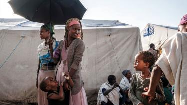 »Det er ikke nok at sende konvojer med nødhjælp af sted uden også at sikre sig, at hjælpen faktisk kommer frem til de rette, sådan som FN's Verdensfødevareprogrammet gør for tiden. I en konflikt, hvor regeringen selv er part, er det afgørende, at kontrollen over nødhjælpen ikke i sig selv bliver et våben.« skriver Andreas Baumann.