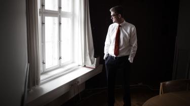 Søren Pind rydder op efter sin politiske karriere. De sidste valgplakater med den daværende udviklingsminister i positur med tropehjelm kan købes hos ham selv, endda signeret