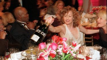 Lidt mere kulørt end storebror Oscar. Samuel L. Jackson og Joey Lauren Adams ved Golden Globes 1998.