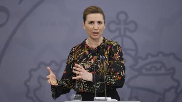 På et pressemøde onsdag aften forsøgte statminister Mette Frederiksen (S) at underspille de partipolitiske uenigheder, der er blusset op på Christiansborg.