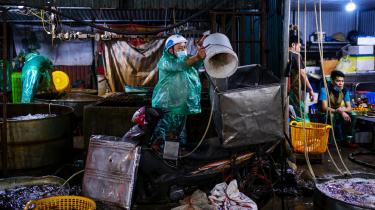 Et traditionelt madmarked i Hanoi er blandt de mange aktiviteter, som har kunnet køre videre under coronakrisen. Vietnam har kunnet undgå store altomfattende nedlukninger.