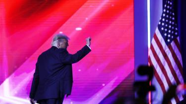 Tidligere præsident Donald Trump går af scenen efter sin tale ved Conservative Political Actions Conference – en slags folkemøde for det højreorienterede Amerika– der blev afholdt i weekenden i Florida.