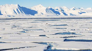 Golfstrømmen påvirkes også af afsmeltningen af arktisk is, der udleder koldt vand i store mængder syd for Grønland, hvilket forstyrrer 'Grønlnadspumpen'