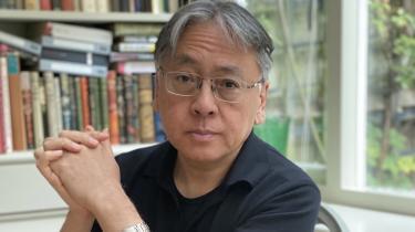 Nobelprisen tynger ikke den britiske forfatter, der sprudler med den fængende sci-fi-roman 'Klara og solen'