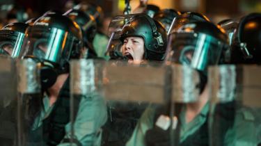 Politiet slår ned på demonstranter i Hongkong, som er blevet et mindre frit samfund som en konsekvens af den omfattende tilbagerulning af civile og politiske rettigheder, Kinas Kommunistparti fortsat gennemtvinger.