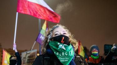 Marta Lempart har stået bag protester for kvinders rettigheder i Polen siden 2016. Næsten dagligt modtager hun hadefulde beskeder, og foran hendes hjem i Wroclaw har nogen for nylig hængt bannere op med slogans som »Lempart, du har blod på hænderne«.