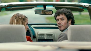 Adam Brody er sympatisk som den handlingslammede privatdetektiv Abe, og unge Sophie Nélisse er virkelig god som hans midlertidige makker, Caroline.