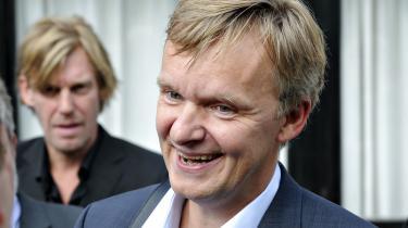 Ekstra Bladets ansvarshavende chefredaktør gennem 14 år, Poul Madsen,stopper for at 'tilbringe mere tid med familien'.