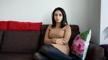 Jawaher Mohammad kom til Danmark for fem år siden, efter en længere flugt fra Syrien. I dag er den altovervejende bekymring hendes opholdstilladelse i Danmark: »Min drøm om at blive i Danmark, uddanne mig og bidrage til landet har også en pris. Prisen er, at jeg hele tiden skal leve i usikkerhed og angst for at blive udvist,« siger hun.