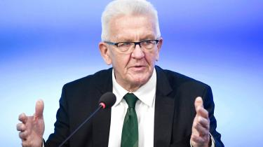 Den grønne ministerpræsident i delstaten Baden-Württemberg, altså Winfried Kretschmann, erknap nok er kendt nord for grænsen. Det bør ændre sig her i 2021, hvor der fra søndag og frem til september skal vælges nye regeringer i hele seks tyske delstater og i Forbundsdagen i Berlin, hvor også Merkels afløser skal findes.