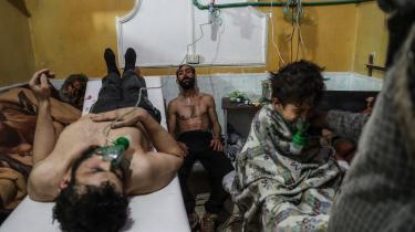 Den 21. august 2013 lancerede det syriske regime et massivt kemisk våbenangreb i to forstæder til Damaskus kontrolleret af den syriske oprørshær. Mindst 1.400 mennesker, heriblandt 400 børn, led en grusom død.