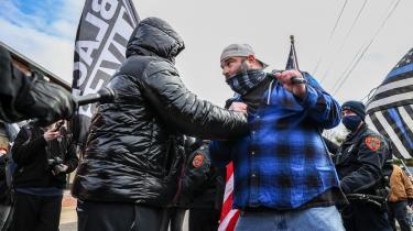 Black Lives Matter-tilhængere og Trump-støtter i sammenstød på Long Island i New York. Det er især Black Lives Matter fortjeneste, at woke-begrebet i nutiden, siden 2017 præcis, er kommet på alles læber.
