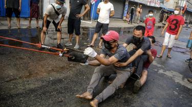 Alene søndag blev flere hundrede demonstranter såret og flere end 40 dræbt i Yangon-forstaden Hlaing Tharyar.