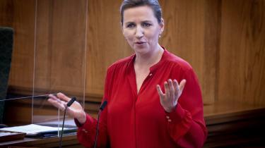 I modsætning til de altoverskyggende coronahensyn må den grønne omstilling, ifølge statsminister Mette Frederiksen, hverken ramme økonomisk skævt, ske på bekostning af det samlede antal arbejdspladser i Danmark eller på bekostning af konkurrenceevnen.
