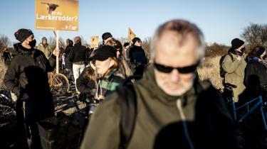 Aktivister demonstrerer imod København Kommunes plan om at inddrage en del af Amager Fælled til byggeri af boliger. De frygter, det vil gå ud over fælledens biodiversitet.