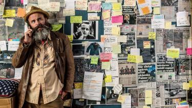 I den svenske komedieserie 'We Got This' kaster den arbejdsløse amerikaner George English (Schiaffino Musarra, der også har skabt serien), som bor i Stockholm med kone og barn, sig energisk over opklaringen af mordet på Olof Palme i håb om at score dusøren på 50 millioner kroner.