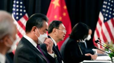 »Mødet er desværre nok et klart udtryk for, hvordan det bilaterale forhold mellem USA og Kina kommer til at se ud under Biden-administrationen,« siger Andreas Bøje Forsby, forsker i kinesisk og asiatisk udenrigs- og sikkerhedspolitik ved Nordisk Institut for Asienstudier på Københavns Universitet.