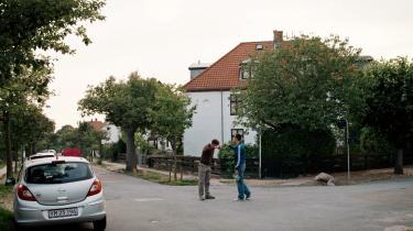 Karaktererne i Jonas Risvigs ungdomsserier dasker rundt på stille villaveje i Valby, mens de prøver at få greb om deres egne følelser.