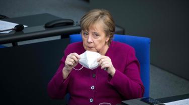 Merkel og hendes regering er ved at miste den vigtigste kapital i en pandemi: politisk autoritet og borgernes tillid.