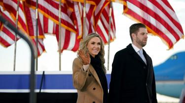 Lara Trump med sin mand Eric Trump.