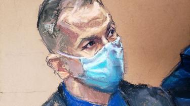 Stregtegning af den anklagede ekspolitibetjent Derek Chauvin fra retssagens første uge.