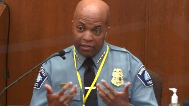 Ni minutters 'knæ mod hals'-teknik var ikke »passende magtanvendelse« udtalte politimesteren i Minneapolis, Medaira Arradondo, da han mandag blev afhørt under retsprocessen imod drabstiltate, Derek Chauvin.