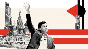 Esther Duflo blev økonom efter en rejse til Moskva og et møde med Thomas Piketty. Hun har været med til at udvikle en helt ny måde at bekæmpe fattigdom på: I stedet for at tage afsæt i abstrakte ideer om, hvordan folk påvirkes af incitamenter, studerer hun, hvordan de handler i praksis. Det har indbragt hende Nobelprisen i økonomi