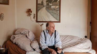 Da Eddie Kristensen fra Nykøbing Mors døde i februar, 74 år gammel, var det lige så ensomt, som hans liv havde været i de sidste mange år. Han var en af de mere end 55.000 danskere over 65 år, som ifølge Ældresagen er så ensomme, at det påvirker deres hverdag. Fotograf Emilie Lærke Henriksen har skildret hans hverdag over de sidste år