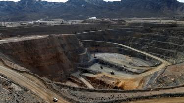 Bekymringen over den kinesiske kontrol med de sjældne jordarters metaller fik i 2018 USA til at genåbne Mountain Pass-minen – ironien er, at input af kinesisk kapital i form af en otte procent aktiepost i det rekonstruerede selskab, MP Materials, var nødvendig for at sikre genstarten.