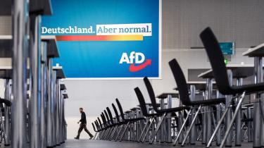Med sloganet »Tyskland – men bare normalt« ønsker AfD, der som de fleste højrepopulister har været på glatis i coronakrisen, at række ud til de borgerlige vælgere. Men på weekendens partidag virkede partiet fortsat dybt splittet.