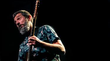 Den 49-årige jazzguitarist Niclas Knudsen har da heller intet problem med at placere sin elguitar i forgrunden på Times Revisited. Det første album han udgiver i eget navn.