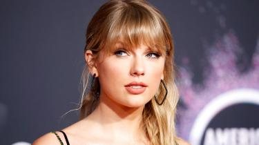 Taylor Swift genvinder ejendomsret over sine egne sange i et emancipatorisk effektivt projekt.
