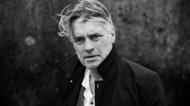 Filmfotografen Henrik Bohn Ipsen er den, dokumentarinstruktørerne ringer til, når de skal filme i verdens brændpunkter. Men selv finder han det lige så udfordrende at fange de psykologiske dynamikker i et dansk køkken